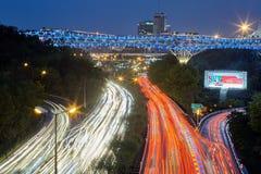 在机动车路Modares,汽车光足迹,德黑兰,红外线的Tabiat桥梁 免版税库存照片