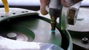 在机器上雕琢平面的宝石 股票录像
