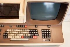 在机器人和制造商展示的葡萄酒计算机 免版税图库摄影