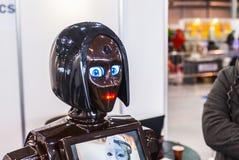 在机器人学商展的布朗机器人2016年 免版税库存图片