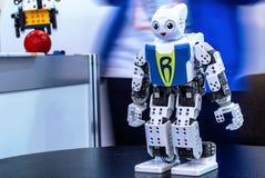 在机器人学商展的白色机器人2016年 免版税库存照片