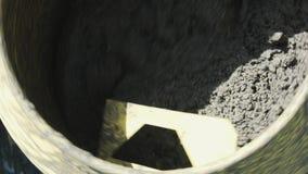 在机器的转动的水泥混凝土搅拌机 股票视频
