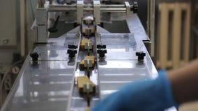 在机场传动机排序划分它的面包成分开的片断 影视素材
