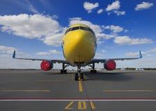 在机场停放的商业飞机 库存照片