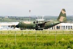 在机场停放的陆军飞机 免版税库存照片