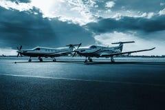 在机场布拉格的涡轮螺旋桨发动机航空器Pilatus PC-12 NG, 图库摄影
