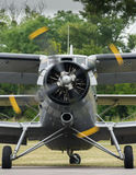 在机场的双翼飞机 库存照片