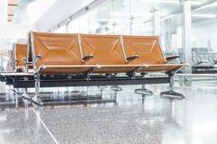 在机场的大厅的椅子 库存图片