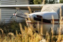 在机场的小航空器 免版税图库摄影