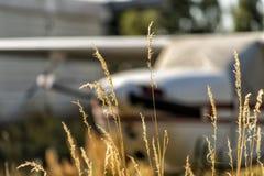 在机场的小航空器 库存照片