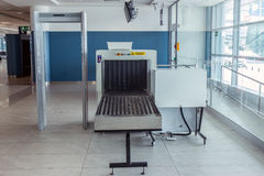 在机场的探测器扫描器 免版税库存照片