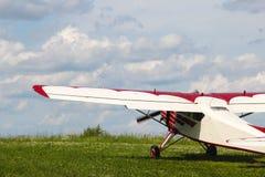 在机场的螺旋桨推进式飞机牦牛12A 免版税库存照片
