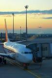 在机场的飞机 免版税库存照片
