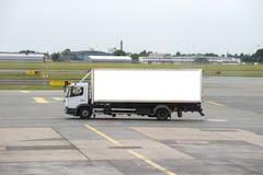 在机场跑道的卡车 库存图片