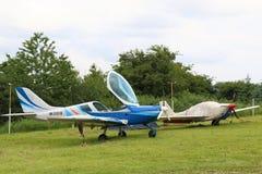 在机场连续站立的Yutsa的航空器 免版税库存照片