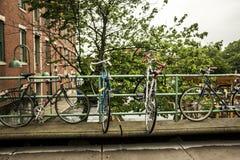 在机架的自行车 库存图片