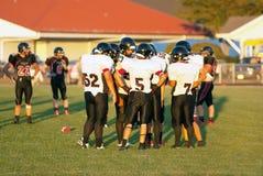 在杂乱的一团的一个农村俄勒冈高中脚球队 免版税图库摄影