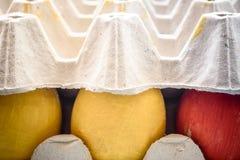 在杂志洗染的复活节彩蛋 特写镜头 库存照片