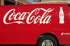 在杂种送货卡车的可口可乐商标 免版税库存照片