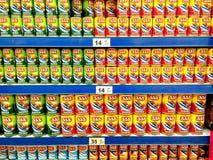 在杂货卖的罐装海鲜 免版税库存图片