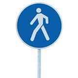 在杆岗位的步行走的车道走道小径路标,大蓝色回合隔绝了路线交通路旁标志特写镜头 库存照片