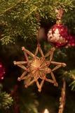 在杉木圣诞树的手工制造圣诞节装饰品 免版税库存图片