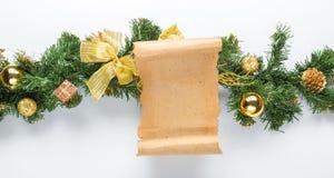在杉树的圣诞卡羊皮纸 库存照片