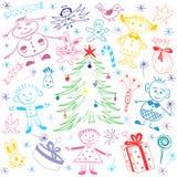 在杉树附近的愉快的孩子与礼物和糖果 寒假` s标志五颜六色的滑稽的儿童` s图画  库存图片