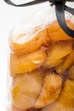 在杏干的特写镜头被堆积入典雅的塑料袋 库存图片
