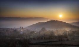 在村庄上的日落 免版税库存照片