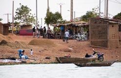 在村庄之外的巴马科家伙马里 免版税库存照片