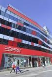 在村庄商业地区的Esprit出口,北京,中国 库存照片