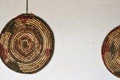 在村庄房子,塞尔维亚的墙壁上的圆的细节 库存图片
