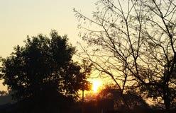 在村庄早晨视图风景的日出 免版税库存照片