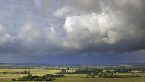 在村庄的云彩 免版税库存照片