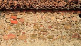 在村庄的屋顶的老砖 库存图片