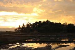 在村庄的日落 免版税库存图片