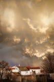 在村庄的风暴 免版税库存照片