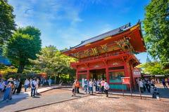 在杜娟花节日期间的Nezu寺庙在东京,日本 免版税库存照片