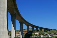 在杜罗河河的高速公路桥梁 库存照片