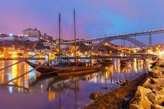 在杜罗河河,波尔图,葡萄牙的Rabelo小船 库存图片