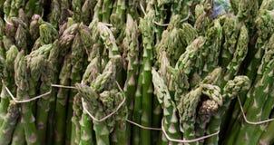 在束的新鲜的绿色和健康芦笋 免版税库存图片