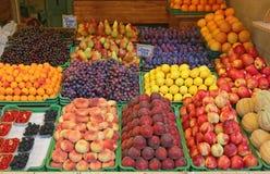 在条板箱的果子 库存图片