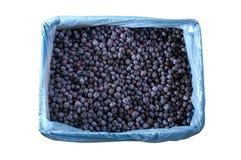 在条板箱纹理-背景的冷冻蓝莓 免版税库存图片