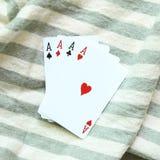 在条纹背景的四张一点卡片 免版税图库摄影