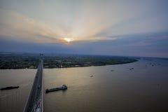 在杭州海湾桥梁的日出 免版税图库摄影