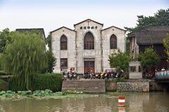 在杭州运河旁边的杭州老基督教会 免版税图库摄影