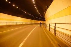 在杭州隧道的乘驾自行车 库存照片