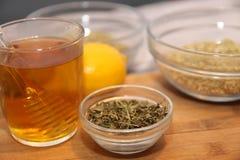 在杯子和草本的茶在碗 免版税库存照片
