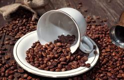 在杯子咖啡的豆咖啡 库存照片